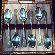 A Set of Ornate Boxed 'Bright Cut' Sterling Silver Teaspoons - 1901