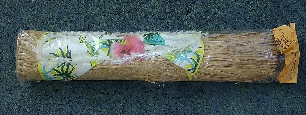 "Vintage Waikiki Hula Maiden Grass Skirt ""Lanana Craft"""