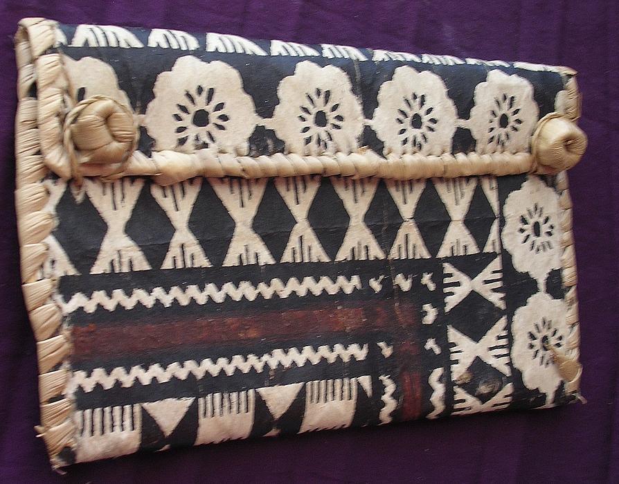 Lovely Vintage Pacific Islands TAPA CLOTH KETE or Handbag
