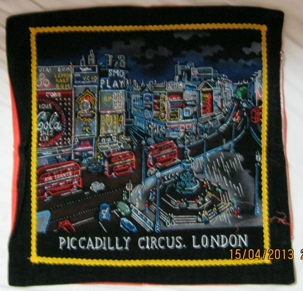 "RETRO 70's ""Piccadilly Circus' London Tourist  Souvenir Cushion Cover"