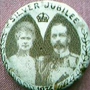 1935 King George V & Queen Mary Silver Jubilee Badge