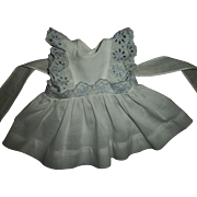 Cute Effanbee Blue Embroidered White Eyelet Pinafore Original To Sweetie Pie