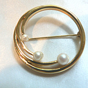 Vintage Signed Circle Pin w Cultured Pearls
