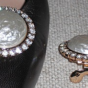 MUSI Shoe Clip - Round Faux Baroque Pearl Surrounded by Crystal Rhinestones