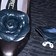 MUSI Shoe Clip - Navy Leather Rose