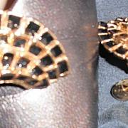 MUSI Shoe Clip with Curved Black Epoxy Ruff