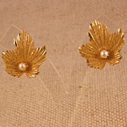 Vintage Gold Plated Leaf Shaped Earrings w/Freshwater Pearl – Clip