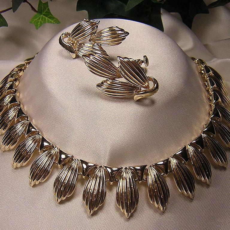 Lovely 1950's Coro Gold-tone Necklace & Earrings Demi