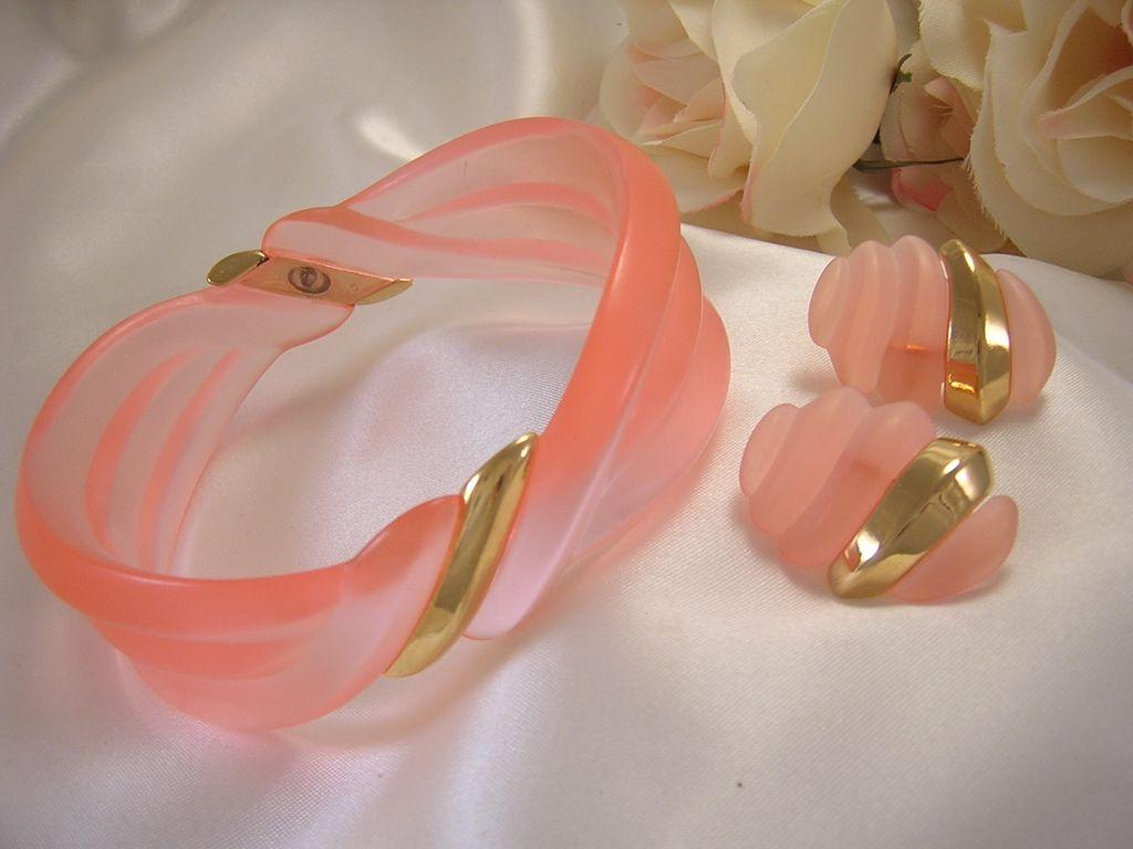 Lovely Salmon-Color Lucite Bracelet & Earrings/Demi