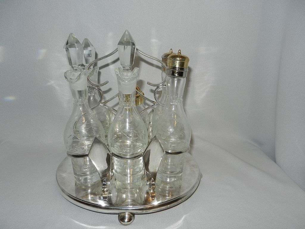 Vintage Robert Pringle and Sons Oval 6 Intaglio Bottle Cruet Set