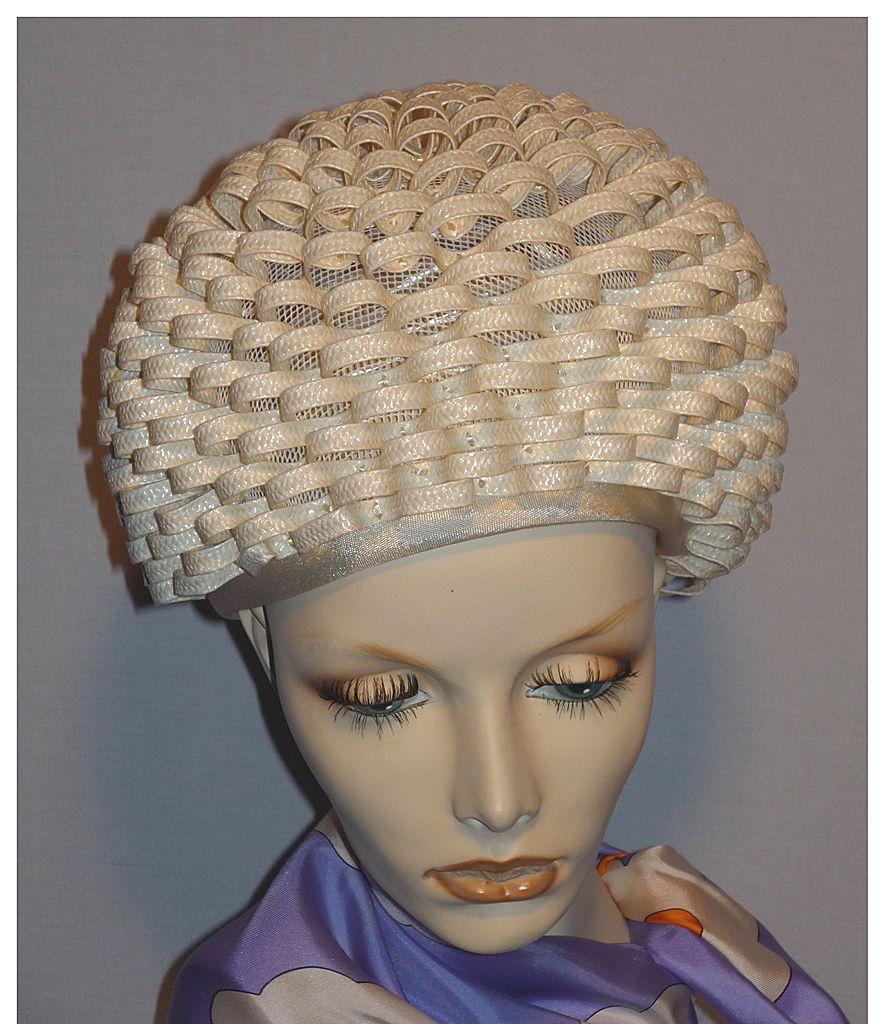 Vintage 1960s Mr John Jr Loopty Loop Off White Straw Bubble Toque Hat