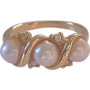 SALE Simulated Pearls Ring With Rhinestones Size 5.0