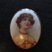 Very Vintage Lady Portrait Pin Brooch