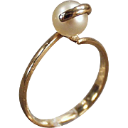 Ladies, Vintage Ring - Gold & Single Pearl