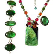 SALE CLEARANCE Apple Green Druzy & Veined Agate Necklace