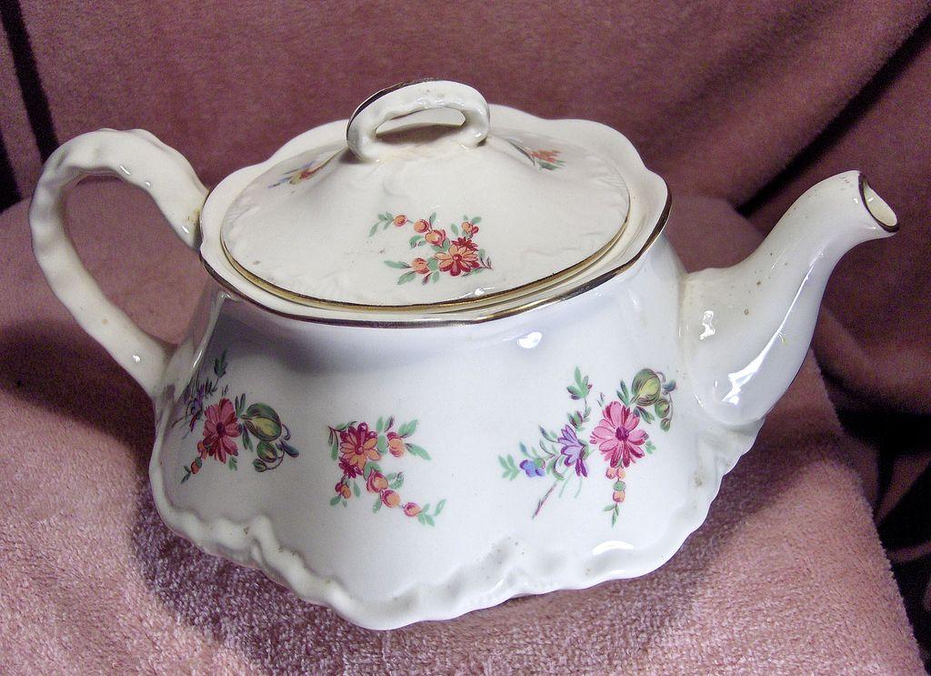 Priscilla Pattern Teapot Made By Homer Laughlin
