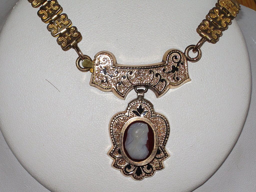 Victorian Book Chain Cameo Necklace  Taille d' 'epergne