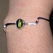 REDUCED Modern Silver Bracelet with Green Cats Eye Stone