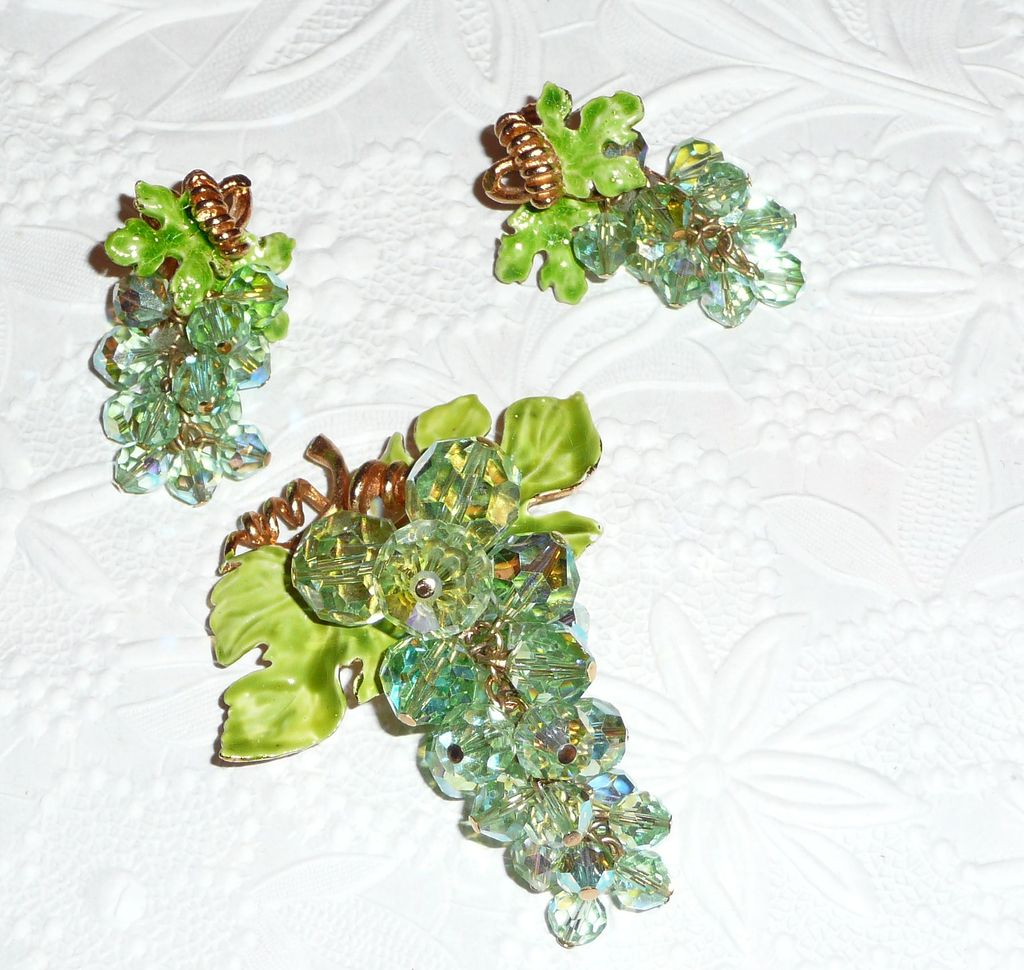 Vintage Excellent Green Grapes Crystal Brooch and Earrings