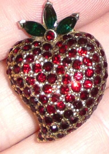 Jomaz Fruit Pin Strawberry