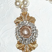 Renaissance Grandeur Baroque Simulated Pearls Pendant Necklace