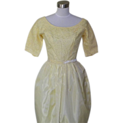 1950s Vintage Yellow Lace & Taffeta Type Cocktail Dress / Bridesmaids / Prom