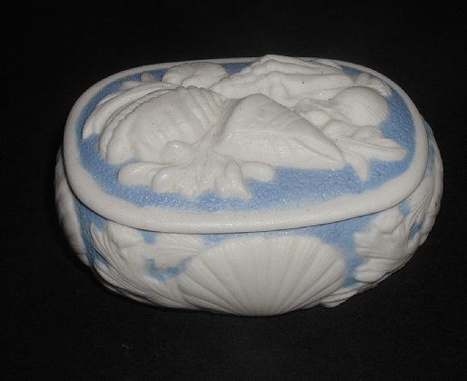 Very Rare 1800s Bennington Parian Blue & White Porcelain Trinket Box Applied Sea Shells & Flowers In Relief