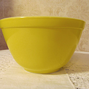 Pyrex Yellow 1 1/2 Pint, #401  Mixing Bowl