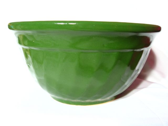 Vintage Watt #9 Mixing Bowl Dark Green Swirl