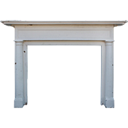 Attractive Antique Federal Fireplace Mantel, Early 1900s