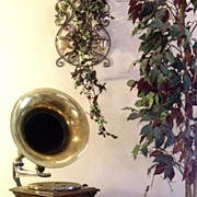 Victor III External Horn Phonograph (1905 - 1920)