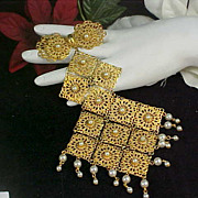 SALE Fabulous Articulated  LADIES TIE Filigree & Simulated Pearl Massive Collar Brooch/Pin or