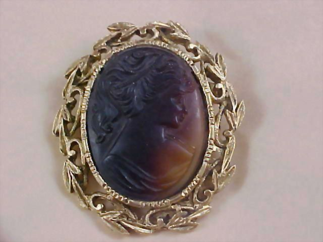 Spectacular VICTORIAN STYLE Slag Glass Cameo & Gold Plate Brooch
