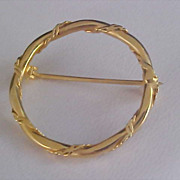 SALE Charming Gold Plate Circular Brooch/Pin