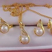 SALE Diamante & Simulated Pearl Gilt Gold FULL  Parure - NECKLACE -  Post  EARRINGS & RING