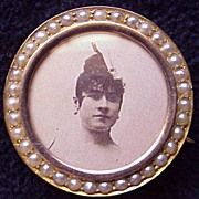 SALE Delightful English 9Kt Gold & Cultured Pearl Photo Pin