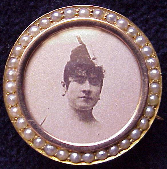Delightful English 9Kt Gold & Cultured Pearl Photo Pin