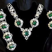 Schiaparelli Emerald Green Color and Clear Rhinestone Set