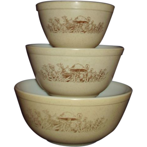 Pyrex Forest Fancies Nested Mixing Bowl Set of 3, 1981