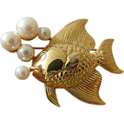 Fish pin-with Faux pearl bubbles