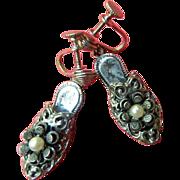 Adorable-1930's intricate Shoe earrings