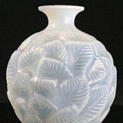 "René Lalique Opalescent and Blue Stained ""Ormeaux"" Vase"