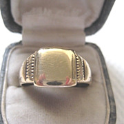 REVISEDVintage Man's 9ct Gold Signet Ring. Size 11