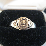 "Pretty 10K gold Signet Ring with raised  ""J"". Size 7.5"