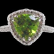 18kt White Gold Ring Peridot & Diamonds