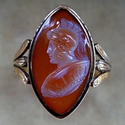 A Georgian 18ct Gold Agate Cameo Ring. Circa 1795.