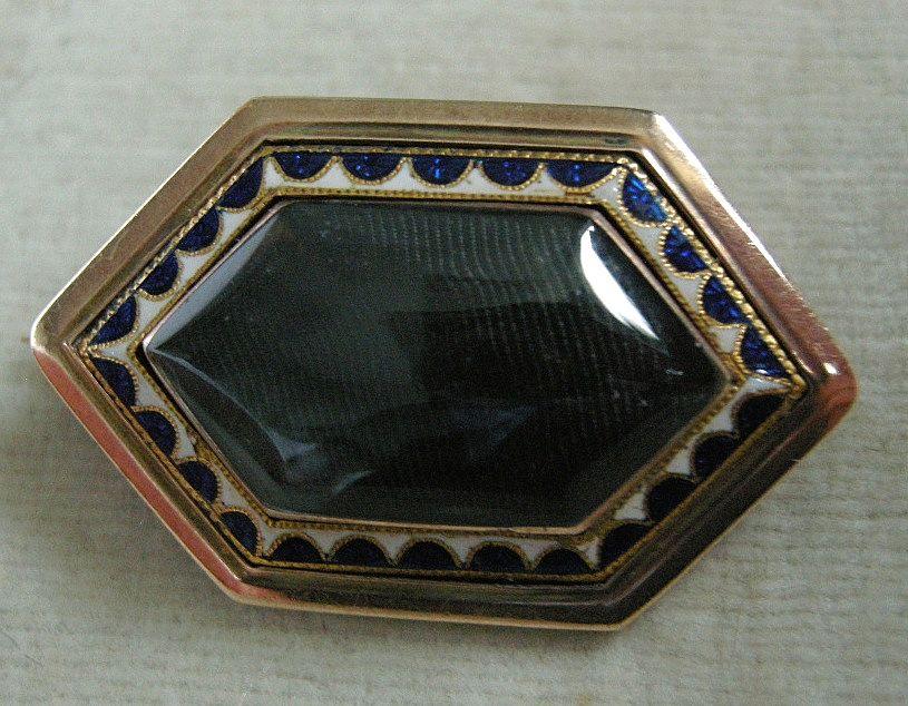 A Georgian 9ct Gold & Enamel Mourning Brooch, Circa 1800.