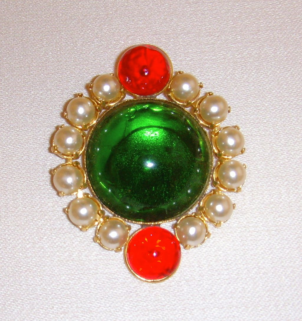 Cabochon and Simulated Pearl Brooch
