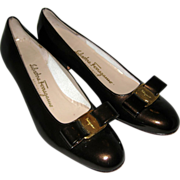 Ferragamo Black Patent Leather Lillaz Low Heeled Pumps with Vara Bow - 8 1/2 AAA
