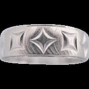 10K White Gold Wedding Band Ring With Geometric Pattern